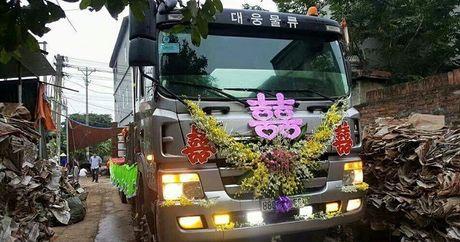 Dam cuoi tren xe tai doc nhat vo nhi o Vinh Phuc - Anh 1