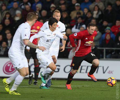 Rooney tro lai an tuong, Man Utd cat dut chuoi 4 tran khong thang - Anh 1