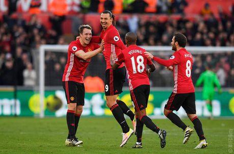 Rooney tro lai an tuong, Man Utd cat dut chuoi 4 tran khong thang - Anh 4