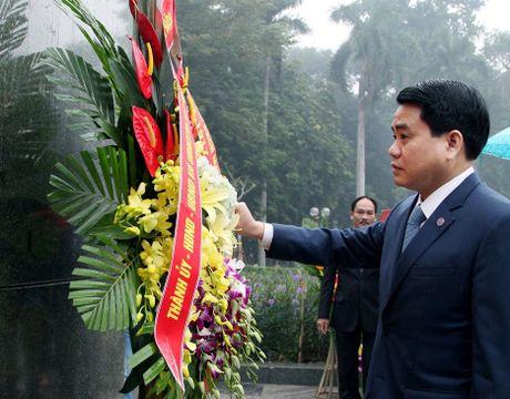 Chu tich Nguyen Duc Chung dang hoa tuong niem V.I. Lenin - Anh 1