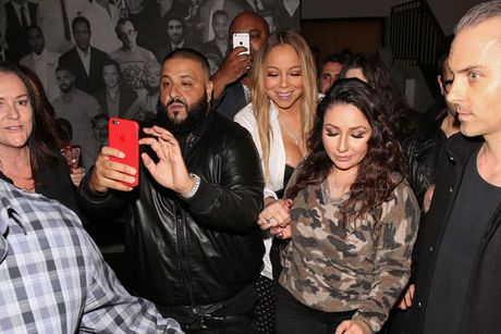 Mariah Carey khoe nguc qua da, lo nguc khi di choi voi trai tre - Anh 7