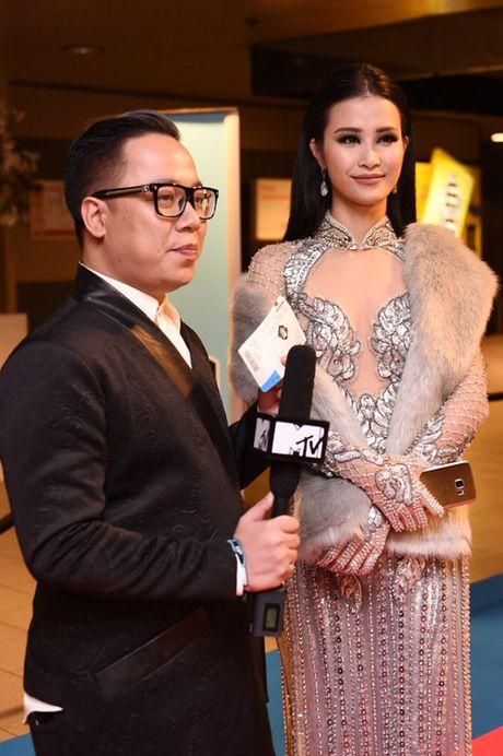 Dong Nhi goi cam khi du Le trao giai EMA o Ha Lan - Anh 7