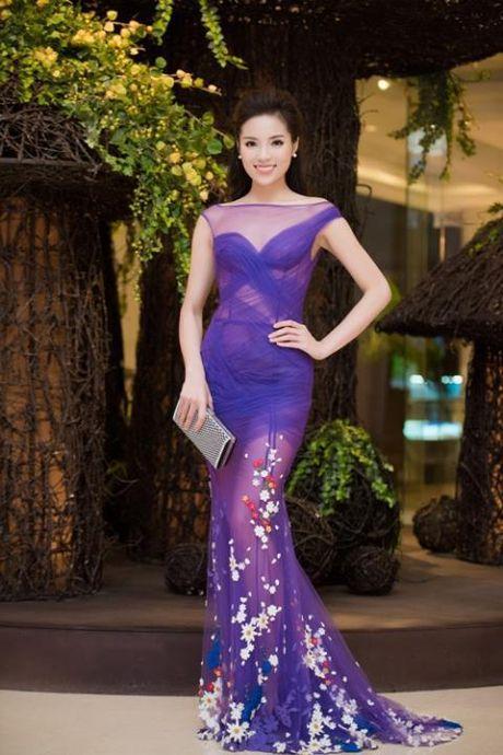 Soi minh vao guong Ky Duyen, Hoa hau My Linh ngay cang dep trong mat khan gia - Anh 1