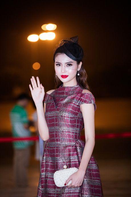 'Nu hoang sac dep' Ngoc Duyen lan dau xuat hien truoc cong chung sau dang quang - Anh 4