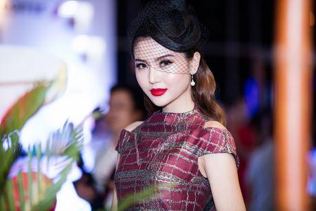 'Nu hoang sac dep' Ngoc Duyen lan dau xuat hien truoc cong chung sau dang quang - Anh 5