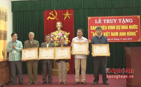 Huyen Nam Dan truy tang danh hieu 'Ba Me Viet Nam Anh hung' - Anh 1