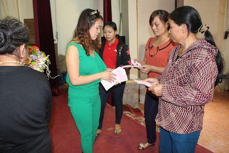 Chi Hoi Phu Nu Nguoi Viet tai Lien Bang Nga trao qua cuu tro - Anh 3