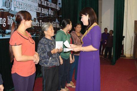 Chi Hoi Phu Nu Nguoi Viet tai Lien Bang Nga trao qua cuu tro - Anh 4