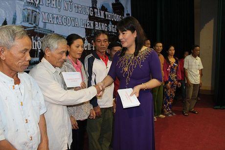 Chi Hoi Phu Nu Nguoi Viet tai Lien Bang Nga trao qua cuu tro - Anh 6