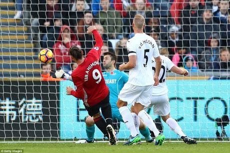 Pogba, Ibrahimovic toa sang tro lai, M.U co '3 diem bo tui' tu Swansea - Anh 3