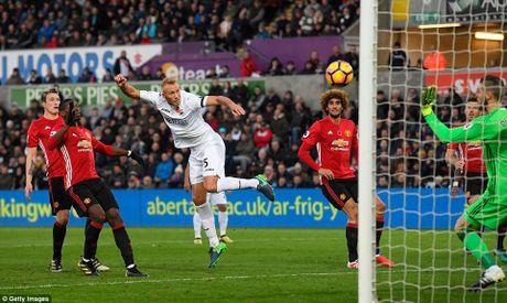 Pogba, Ibrahimovic toa sang tro lai, M.U co '3 diem bo tui' tu Swansea - Anh 4