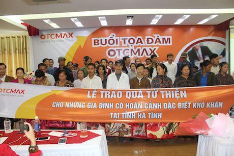 Cong ty Co phan Allunee va OTC Max to chuc trao qua cho nhung gia dinh dac biet kho khan tai Ha Tinh - Anh 2