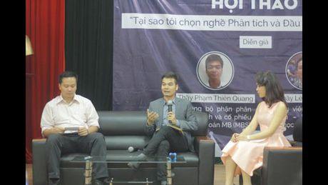 """CLB Chung khoan SIC to chuc Hoi thao """"Tai sao toi chon nganh Phan tich va Dau tu Chung khoan"""" - Anh 1"""