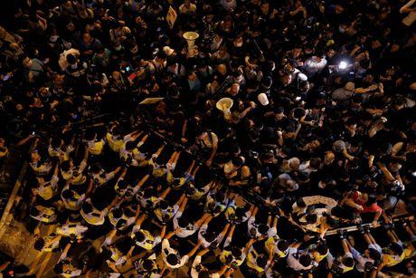 Bieu tinh tai Hong Kong leo thang bao luc - Anh 3