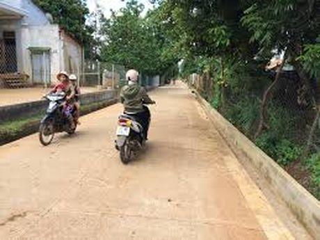 Dac Nong: Nhieu xa no luc can dich nong thon moi - Anh 1