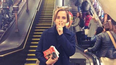 Emma Watson va y tuong giau sach o ga tau dien ngam - Anh 1