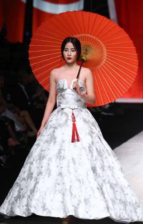 Thu Hang, Nam Em hoa co gai Nhat - Anh 1