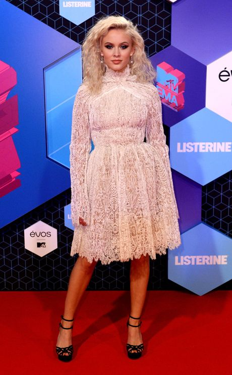 Nguoi dep do mot xuyen thau tren tham do MTV EMA 2016 - Anh 11