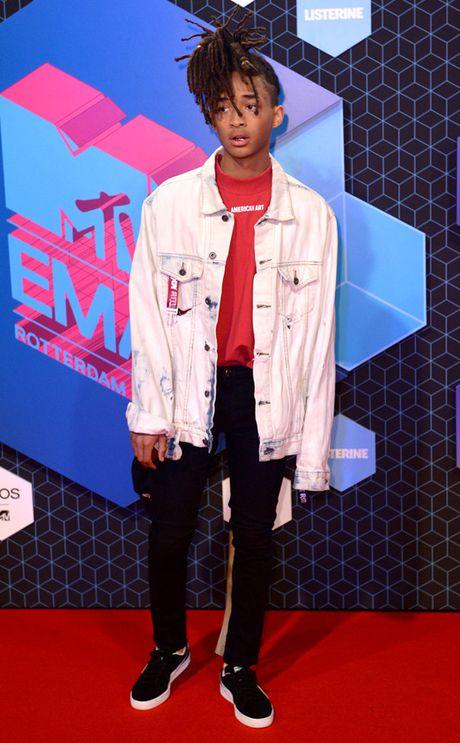 Nguoi dep do mot xuyen thau tren tham do MTV EMA 2016 - Anh 13