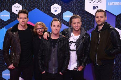 Nguoi dep do mot xuyen thau tren tham do MTV EMA 2016 - Anh 14