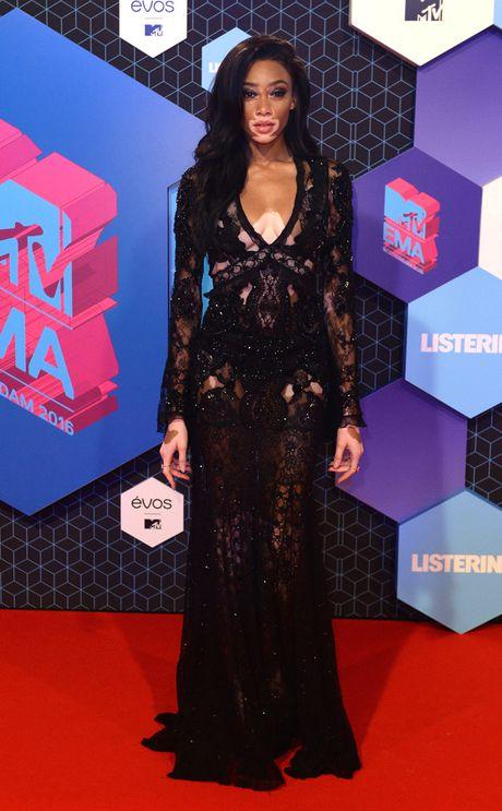 Nguoi dep do mot xuyen thau tren tham do MTV EMA 2016 - Anh 3