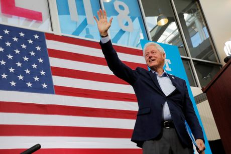 Bill Clinton lam gi neu tro lai Nha Trang? - Anh 3