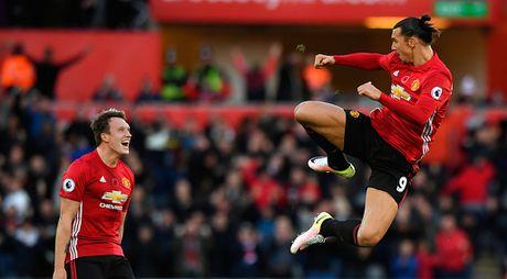 Ibra, Pogba vao doi hinh hay nhat vong 11 Premier League - Anh 12