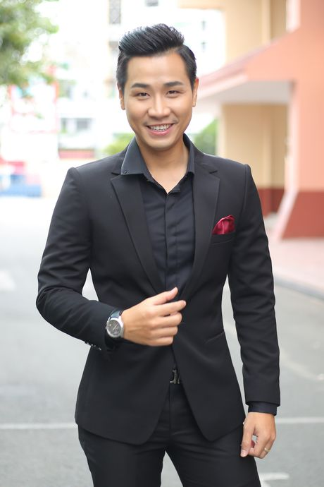 MC Nguyen Khang tu lai xe hop den quay hinh Sing My Song - Anh 2