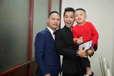 MC Nguyen Khang tu lai xe hop den quay hinh Sing My Song - Anh 7