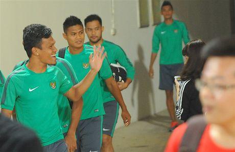 Tuyen thu Indonesia dua cot voi fan nu Viet Nam - Anh 1