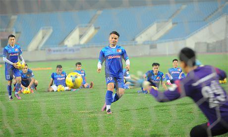 Tuyen thu Indonesia dua cot voi fan nu Viet Nam - Anh 7