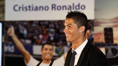 Real troi chat, MU het cua mo ve Ronaldo - Anh 1