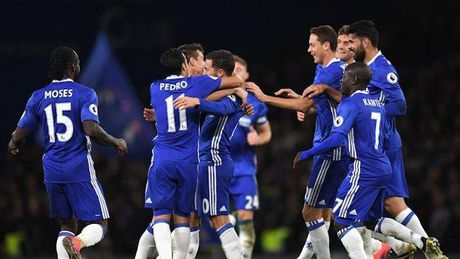 Chelsea hoi sinh nho 'doi canh' - Anh 1