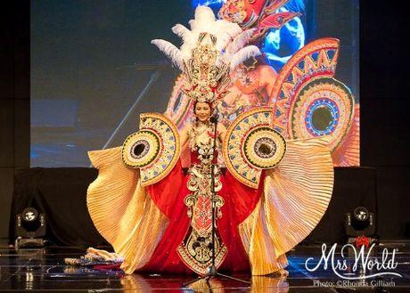 Hoa hau goc Viet Xuan Thuy lot Top 5 Hoa hau Quy ba The gioi - Anh 3