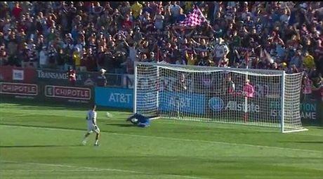 Ashley Cole gui 'tam thu' xin loi vi da hong qua 11m o tran dau cuoi cung cua Gerrard - Anh 3