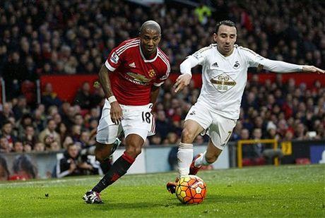 Cham diem Swansea 1-3 MU: Ibrahimovic va Pogba 'ruc sang' - Anh 2