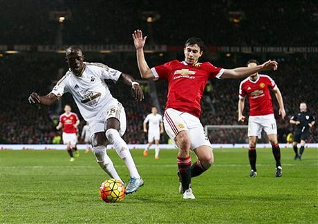 Cham diem Swansea 1-3 MU: Ibrahimovic va Pogba 'ruc sang' - Anh 5