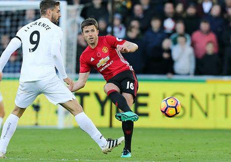 Cham diem Swansea 1-3 MU: Ibrahimovic va Pogba 'ruc sang' - Anh 6