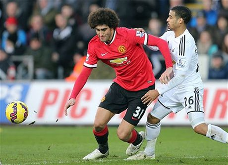 Cham diem Swansea 1-3 MU: Ibrahimovic va Pogba 'ruc sang' - Anh 8