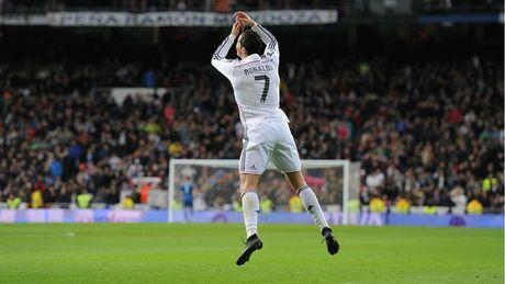 Nhung khoanh khac an tuong nhat cua Ronaldo trong mau ao Real - Anh 11