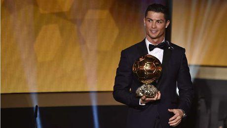 Nhung khoanh khac an tuong nhat cua Ronaldo trong mau ao Real - Anh 12