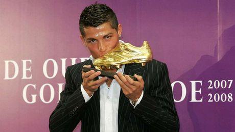 Nhung khoanh khac an tuong nhat cua Ronaldo trong mau ao Real - Anh 14