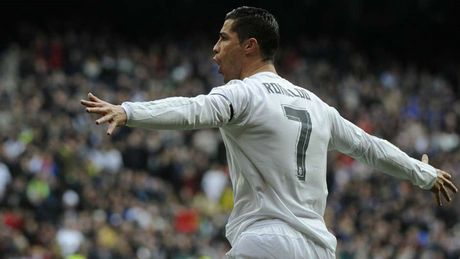 Nhung khoanh khac an tuong nhat cua Ronaldo trong mau ao Real - Anh 16