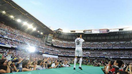 Nhung khoanh khac an tuong nhat cua Ronaldo trong mau ao Real - Anh 1