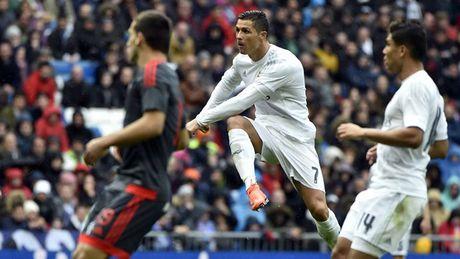Nhung khoanh khac an tuong nhat cua Ronaldo trong mau ao Real - Anh 20