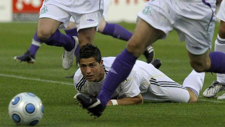 Nhung khoanh khac an tuong nhat cua Ronaldo trong mau ao Real - Anh 2