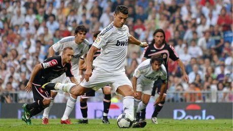 Nhung khoanh khac an tuong nhat cua Ronaldo trong mau ao Real - Anh 3
