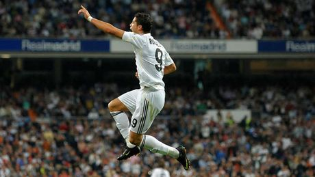 Nhung khoanh khac an tuong nhat cua Ronaldo trong mau ao Real - Anh 4