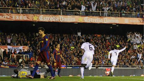 Nhung khoanh khac an tuong nhat cua Ronaldo trong mau ao Real - Anh 6