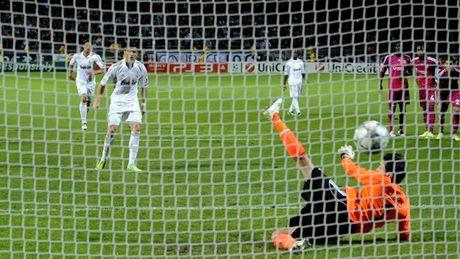 Nhung khoanh khac an tuong nhat cua Ronaldo trong mau ao Real - Anh 7
